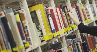 ספריה. אילוסטרציה - הרפורמים נגד ההפרדה בספריות העירוניות