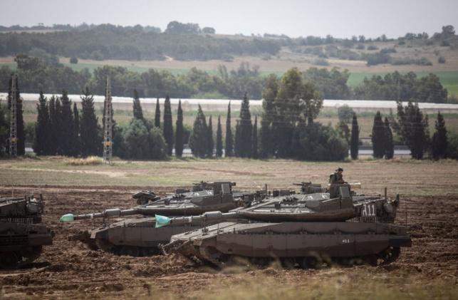 """טנקים של צה""""ל תקפו עמדות חמאס בעזה"""