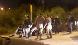 החייל שרוע על הכביש, לאחר מעצרו