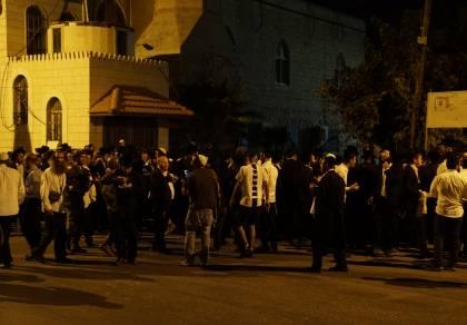 מתפללים בקברי צדיקים בכפרים פלסטינים