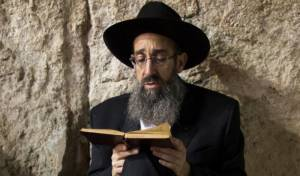 הגאון רבי יהודה יאיר בט' באב ברחבת הכותל