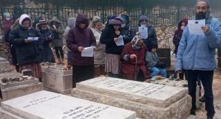 מרגש: שירת 'ממקומך' על קברו של אהוביה