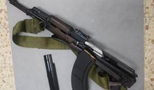 חשד: קנה רובה קלצ'ניקוב עם ילדו בן ה-11