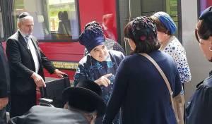 הרבנית מבעלזא והרכבת