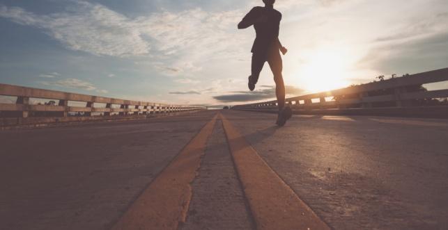 האם מותר לרוץ בשבת? הרב יהודה שטרן