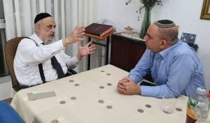 ראש העיר רביבו עם הרב ברוידא