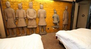 המלון שישכן אתכם עם חיילי חימר סינים