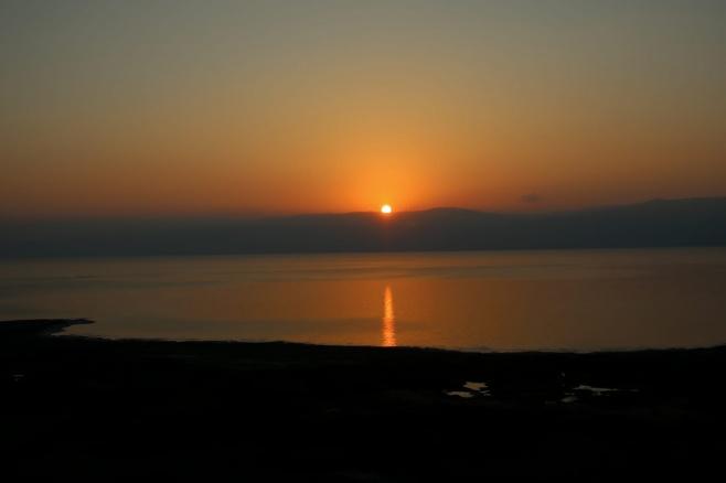 תיעוד נפלא: זריחת השמש בים המלח • צפו