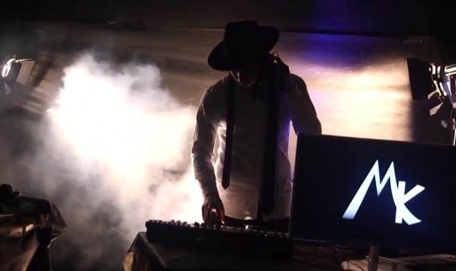 """מוטי K מבצע את הניגון החב""""די בקליפ בכורה"""