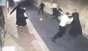 תקרית אלימה בין כמרים לחרדים
