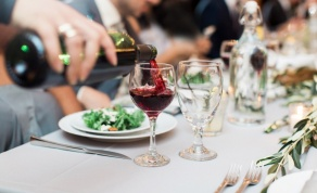 היינות שישדרגו כל ארוחת חג. ברקן. אילוסטרציה - עונת החגים בשיאה: איזה יין תגישו בסעודה?