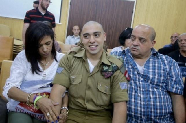אזריה והוריו בבית המשפט הצבאי