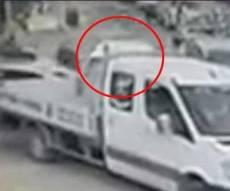תיעוד: המחבל מאיץ את רכבו ופוגע בחיילים