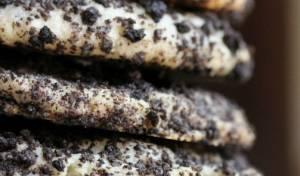 עוגיות קרם גבינה מצופות בפירורי שוקולד