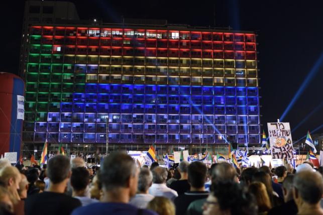 """בניין עיריית ת""""א מואר בדגל הדרוזי, ארכיון"""