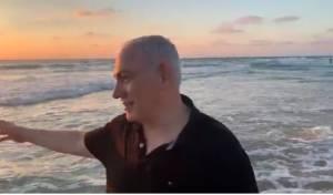 ביבי נכנס לים ולעג לאיווט: הרג את המדוזות