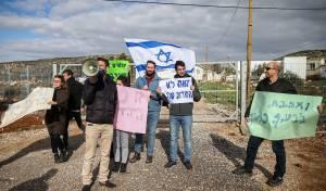 הפגנה בכניסה לרחלים, נגד החשוד בהריגת הפלסטינית