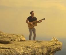 אלי לוין ולהקת 'פומפדיתא' בקליפ מרהיב