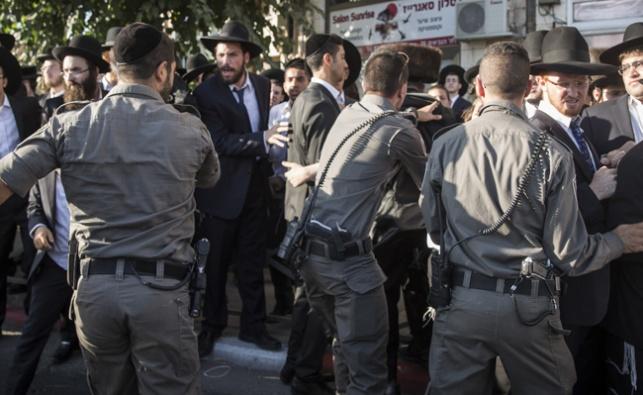קיצונים יידו אבנים על שוטרים בהפגנת 'העדה'