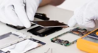 טכנאי סלולר. אילוסטרציה - טכנאי סלולר שומרי מצוות?  יהיה דבר כזה