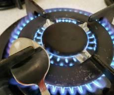 כיבוי באמצעות כפית על החיישן - פסק הלכה: אסור לכבות את הגז בחג בכפית