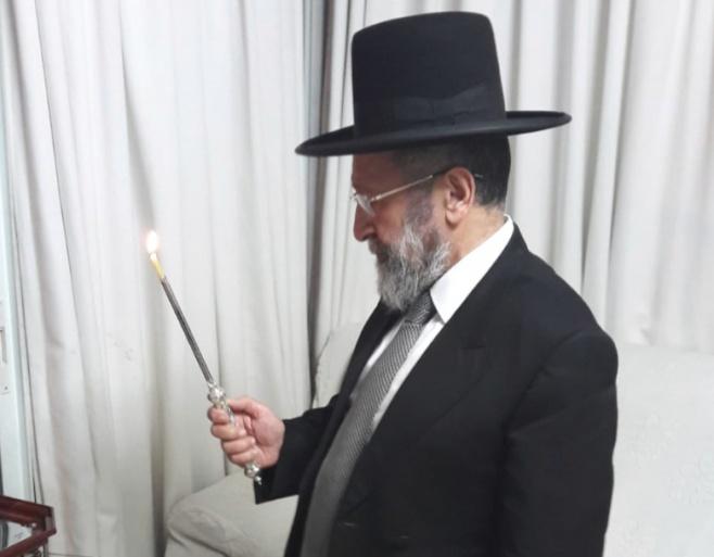 """צפו: ראב""""ד ירושלים הגר""""ב שרגא בהדלקה"""