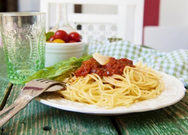 ספגטי עם רוטב בולונז פרווה