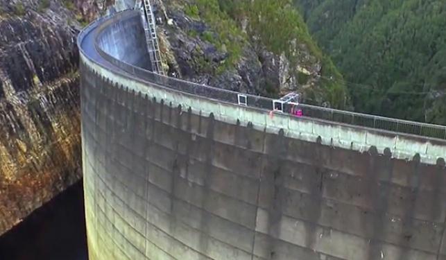 וואו: שיא עולם בזריקה לסל מגובה