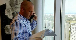 """אלקנה בישיץ ז""""ל, במשרדו - הנהג החשוד בהריגת עו""""ד בישיץ - שוחרר"""