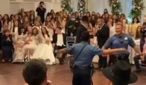 רק בלייקווד: שוטרים רקדו בחתונה החרדית