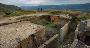 """הבונקרים הישנים של צה""""ל בדרום הגולן"""