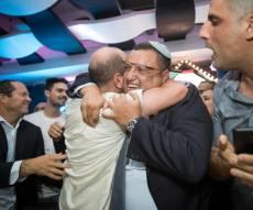 משה ליאון חוגג ניצחון