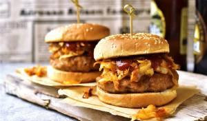 הצעת הגשה: בלחמניית המבורגר עם כרוב מטוגן