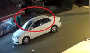 הנערים קפצו לרכב ושדדו את הזקנה • צפו
