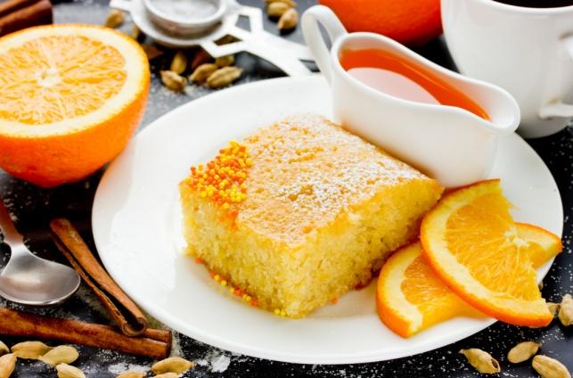 בריאה ועשירה יותר: עוגת דבש עם קמח תירס