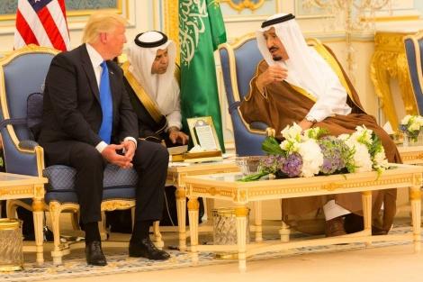 המלך סלמן בביקורו של הנשיא טראמפ - סעודיה: בגלל חיזבאללה ננהג בלבנון כאויבת