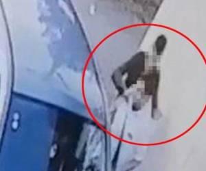צפו בתיעוד: מחבל ערבי דוקר גבר חרדי ונמלט