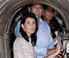 היום של ניקי היילי בישראל - השגרירה היילי נכנסה ל'מנהרת הטרור'. צפו
