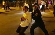 צפו: שוטר תוקף את העיתונאי עקיבא וייס
