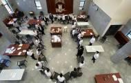 צפו: ריקוד הכסאות של בחורי ישיבת דרך ה'