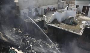 מטוס נוסעים התרסק בלב העיר • 99 הרוגים