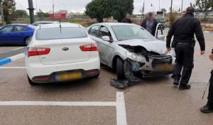 חשד: גנבו רכב, ניגחו ניידת משטרה ונעצרו