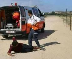 טיפול בפצוע פלסטיני - הפלסטינים בוכים לעולם: 'לעצור את הטבח'