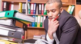 שחוק מעבודה