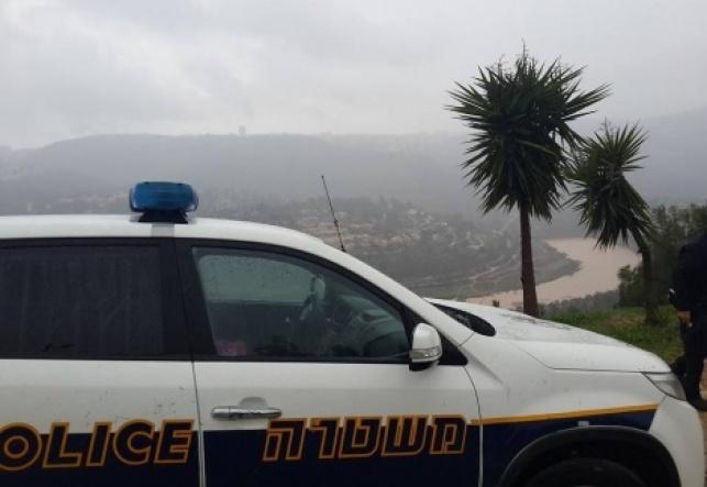"""אלעד: בן 14 נעצר בחשד לפריצה לביהכ""""נ"""