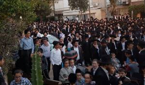 ערב יום השואה: הפגנה מול בית מגייס חרדים
