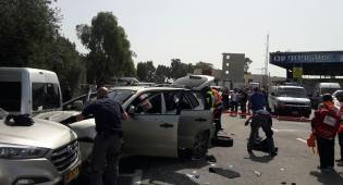 זירת הפיגוע - שוטר ו-2 חיילים נפצעו בפיגוע דריסה בעכו