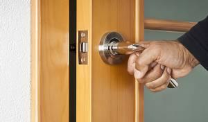 אילוסטרציה - ביתר עילית: אצבע נקטעה מדלת שנטרקה