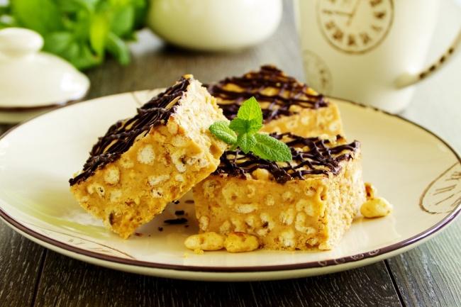 ריבועי חמאת בוטנים ופצפוצי אורז