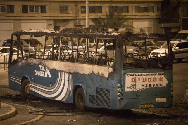 האוטובוס שעלה באש בראס אל עמוד
